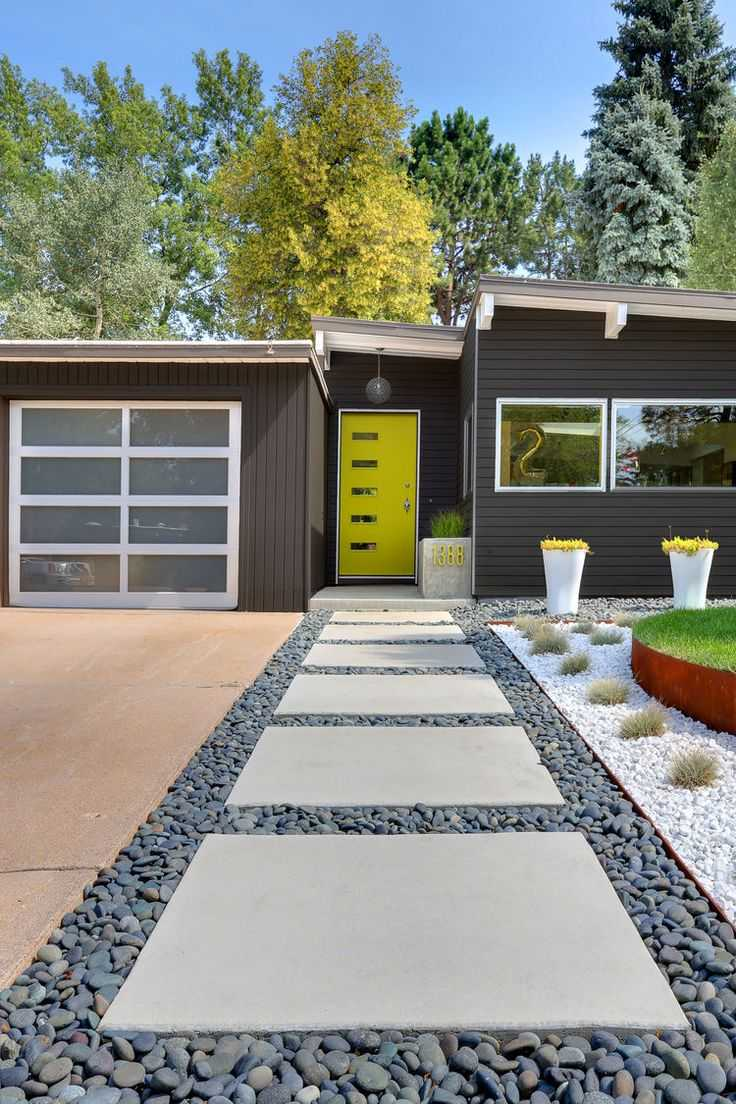 A pop of color on the home can be highlighted by small features in the landscaping. This home doesn't have very much yellow, but the effect is truly uplifting. Via Renoguide