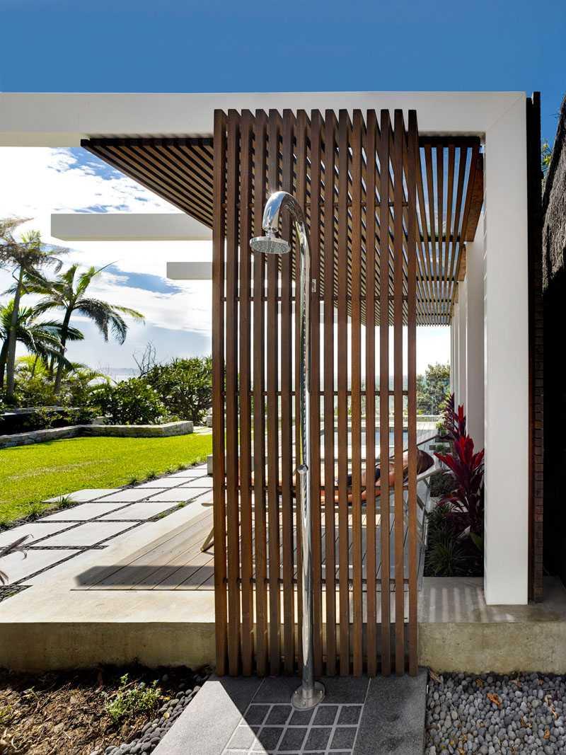 30 Awesome Backyard Shower Design Ideas